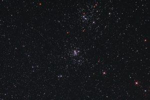 Doppelsternhaufen h und Chi Persei in etwa 6800 Lichtjahren Entfernung.