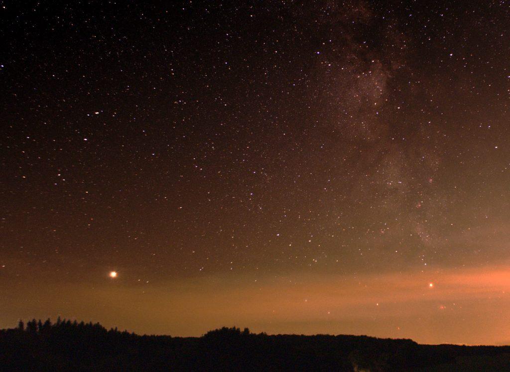 Sommer-Milchstraße mit Mars ujnd Saturn